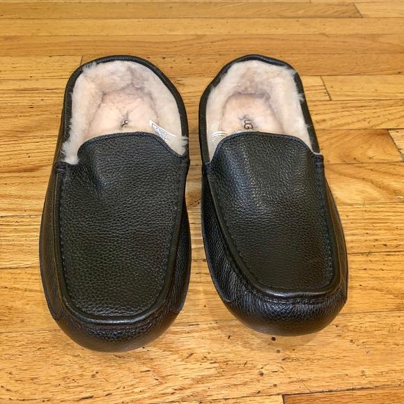 d9b9acbb354 Men's UGGs Leather Slipper (Size 12)